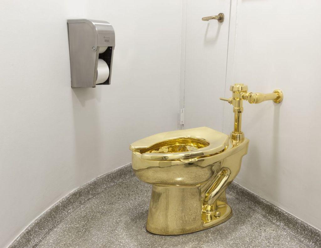 maurizio-cattelan-toilette